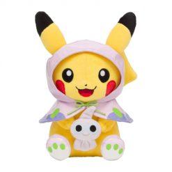 Pokemon Center Japan: Regenponcho Pikachu Plüschtier (23 x 15 x13 cm)